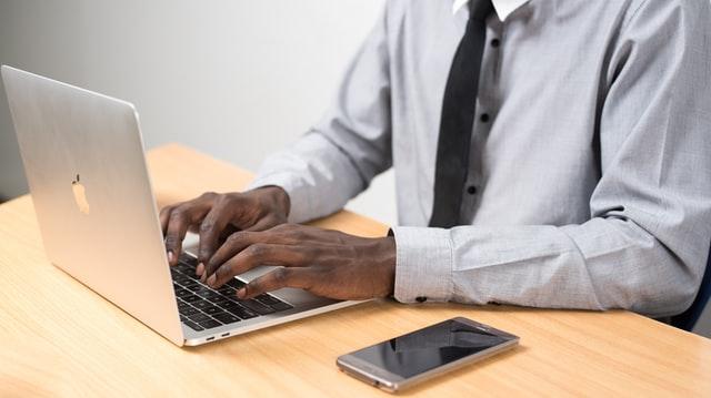 IT未経験者でもIT業界へ転職するために、最低限身につけておきたいスキル・知識